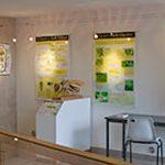 panneaux de la maison de l'abeille