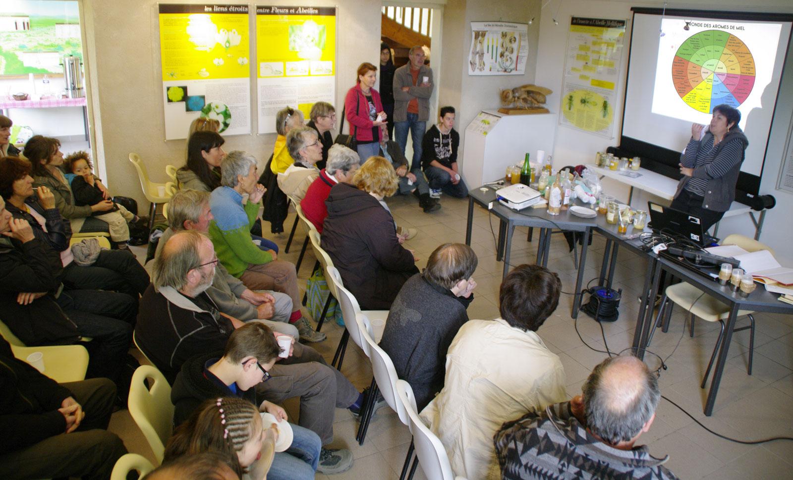 Conférence à La Maison de l'abeille de Cassagnoles